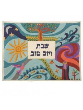 Couvre pain de Chabbat brode a la main representant La creation du monde