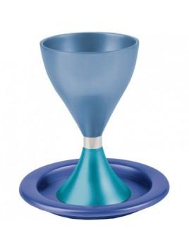 Verre de Kidduch turquoise et bleu avec l'assiette